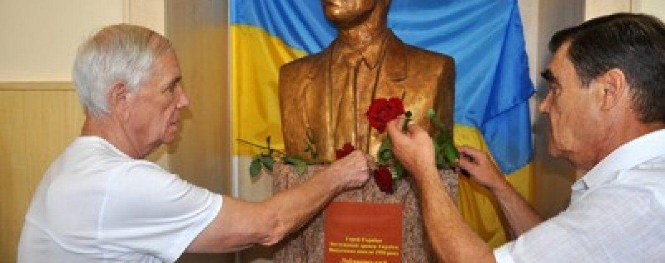 У школі Валерія Лобановського урочисто встановлено погруддя великого тренера