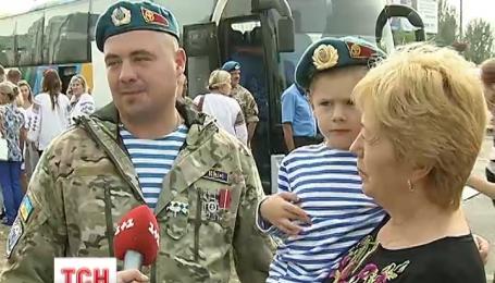 Бойцов, одними из последних выходивших из Донецкого аэропорта, демобилизовали
