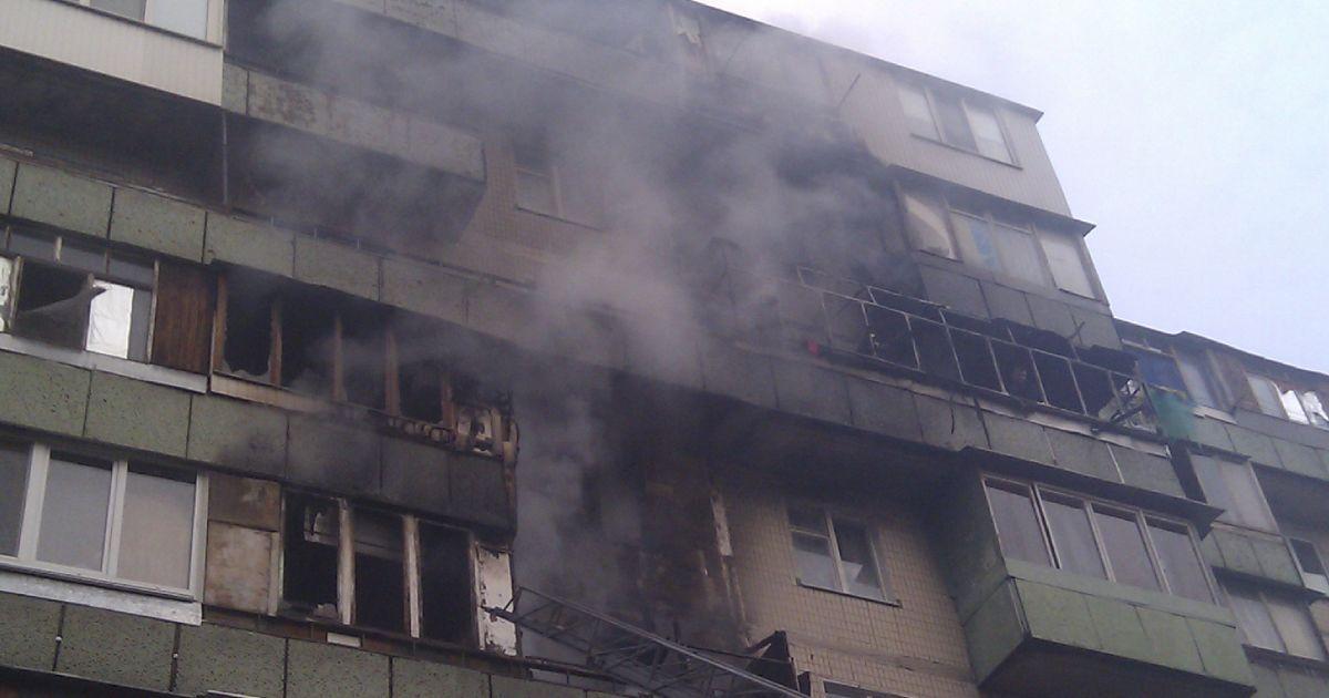 Пожарные эвакуировали 20 человек из горящего дома @ facebook.com/MNS.GOV.UA
