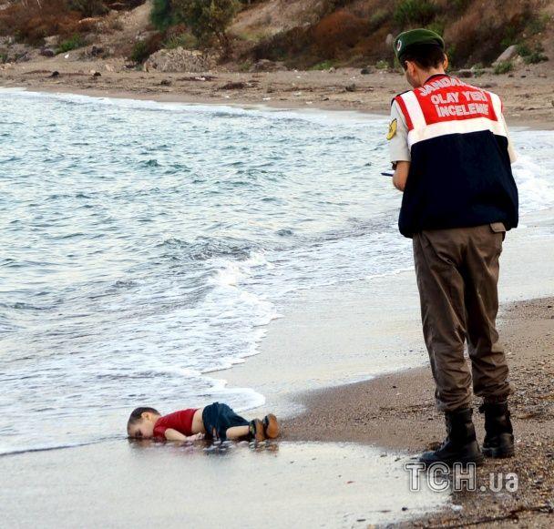 В поисках лучшей жизни: Reuters показал шокирующие фото мигрантов, которые пытаются добраться до Европы