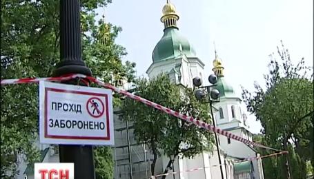 На территории Софии Киевской проседает грунт