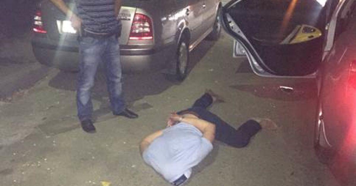 Сотрудники спецслужбы задержали злоумышленника во время получения взятки @ http://www.sbu.gov.ua/