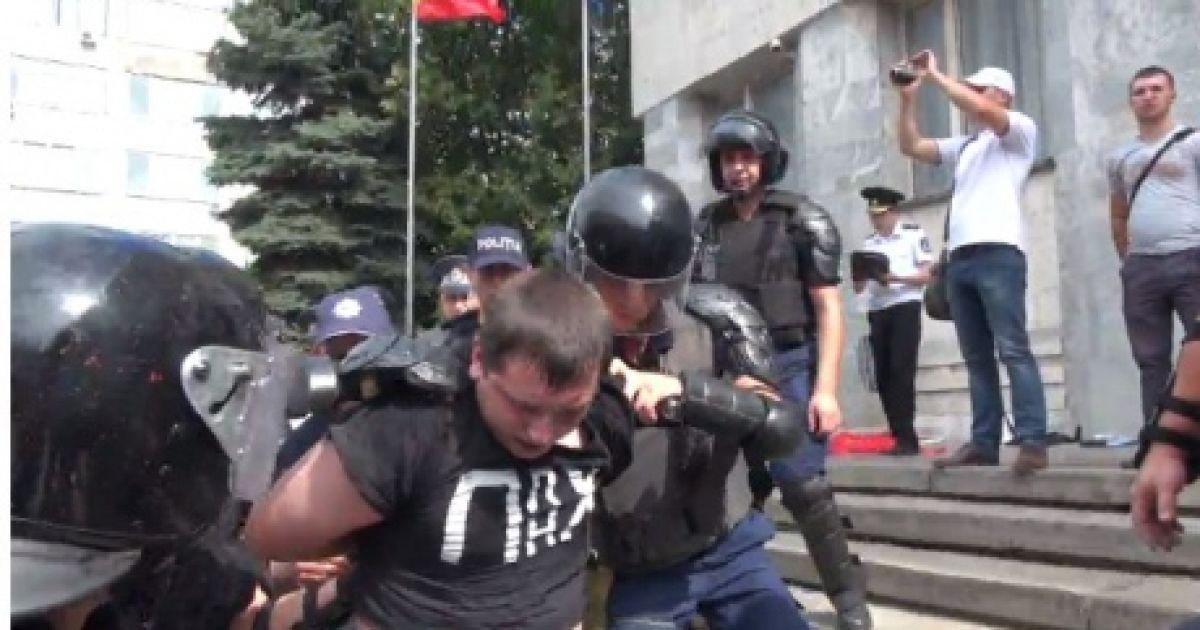 Протестувальники хотіли вдертися до будівлі Генпрокуратури @ publika.md