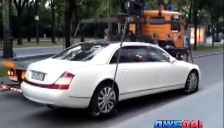 Как эвакуатор попытался отвезти на штрафплощадку лимузин