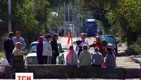Пятые сутки жители буковинского городка Вашковцы живут прямо на дороге
