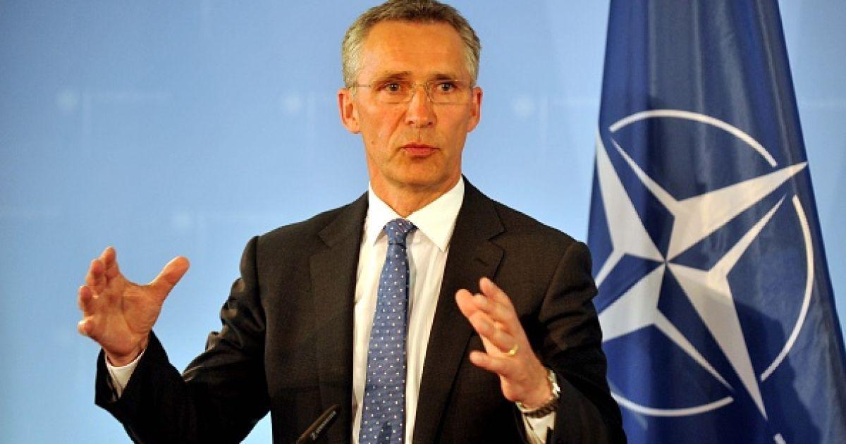 У Порошенко назвали дату визита генсека НАТО в Украину