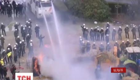Во время фермерского протеста в Брюсселе ранены трое полицейских