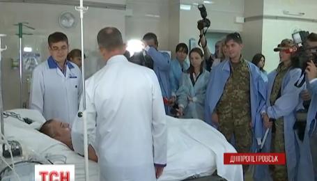 В Днепропетровске наградили медалями и благодарностями трех медиков-добровольцев