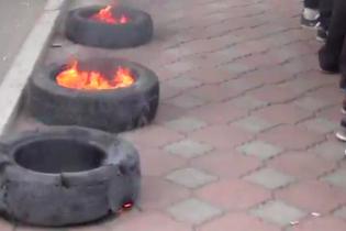 В Одессе горят шины из-за задержания местного руководителя ПС