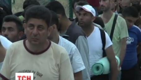 На греческом острове Лесбос две с половиной тысячи мигрантов пытались штурмовать корабль