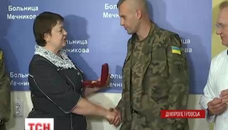 У Дніпропетровську нагородили трьох медиків-добровольців 66 військового шпиталю