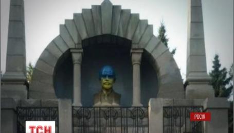 У російському Челябінську вдруге за півроку  Леніна розфарбували в жовто-блакитні кольори