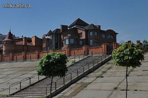 Недобудований маєток Януковича на Оболоні продають за 29 мільйонів гривень - ЗМІ