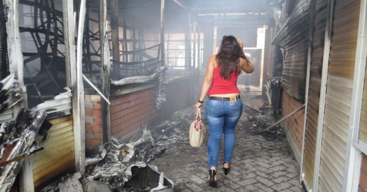 """Последствия пожара на """"Киевском рынке"""" в Мариуполе @ УНИАН"""