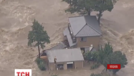 В Японії евакуювали понад 100 тисяч людей через повінь