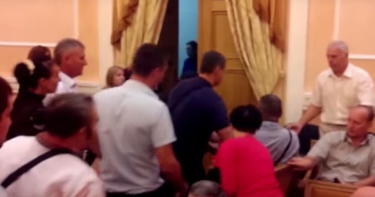 В Одессе вновь не признали Россию агрессором, активисты устроили драку