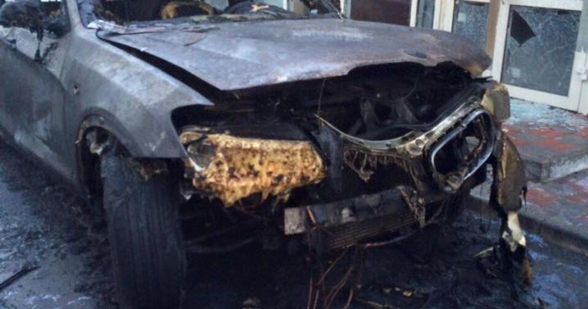 В Киеве дотла выгорели две иномарки @ facebook/Юлия Цаголова