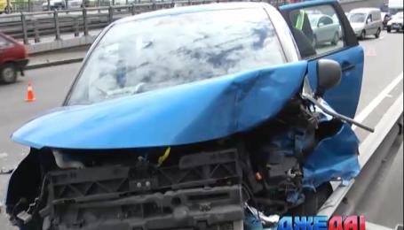 Четыре разбитые машины заблокировали движение в Киеве