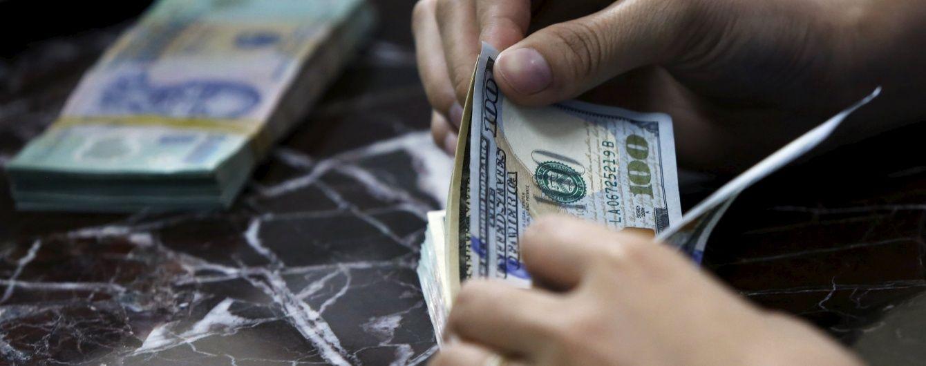 На міжбанку почав дешевшати долар. Євро тримається 30 гривень