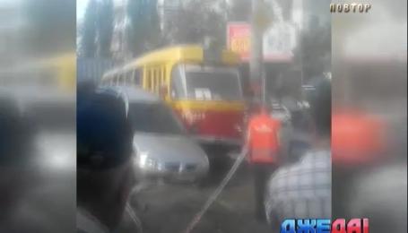 В Одессе Mitsubishi протаранил трамвай