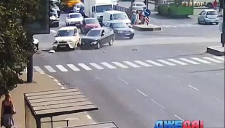 «Град» наехал на «Мазду» в Симферополе. Подборка аварий
