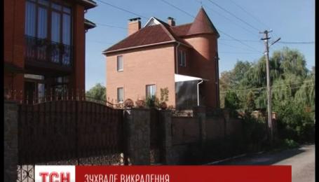 В Житомире прямо на улице похитили женщину и вывезли за город