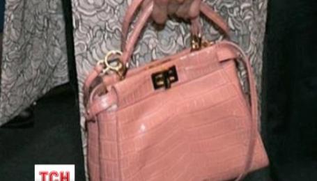 Первая леди вышла в люди с очень дорогой сумкой