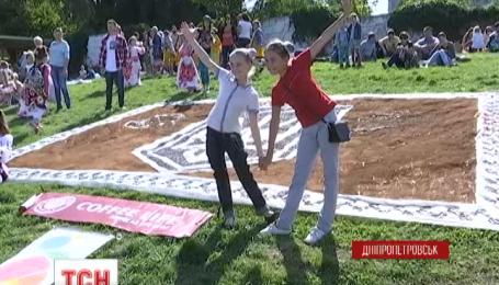Днепропетровск празднует День города патриотическими рекордами