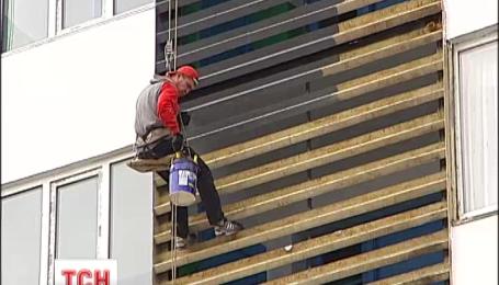В столице украли краски и двигатели со строительной люльки