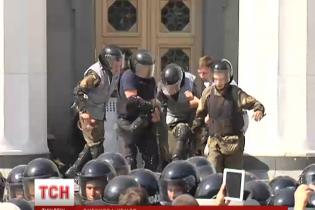 Кровавые столкновения возле Рады 31 августа: кого обвиняют и куда ведут нити теракта