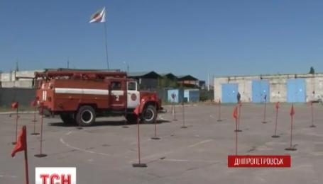 У Дніпропетровську пожежні автомобілі маневрували на швидкість