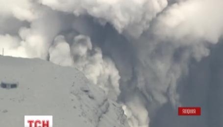 У Японії прокинувся вулкан Асо