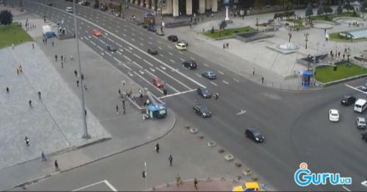 Камера зафіксувала моторошну ДТП на столичному Майдані