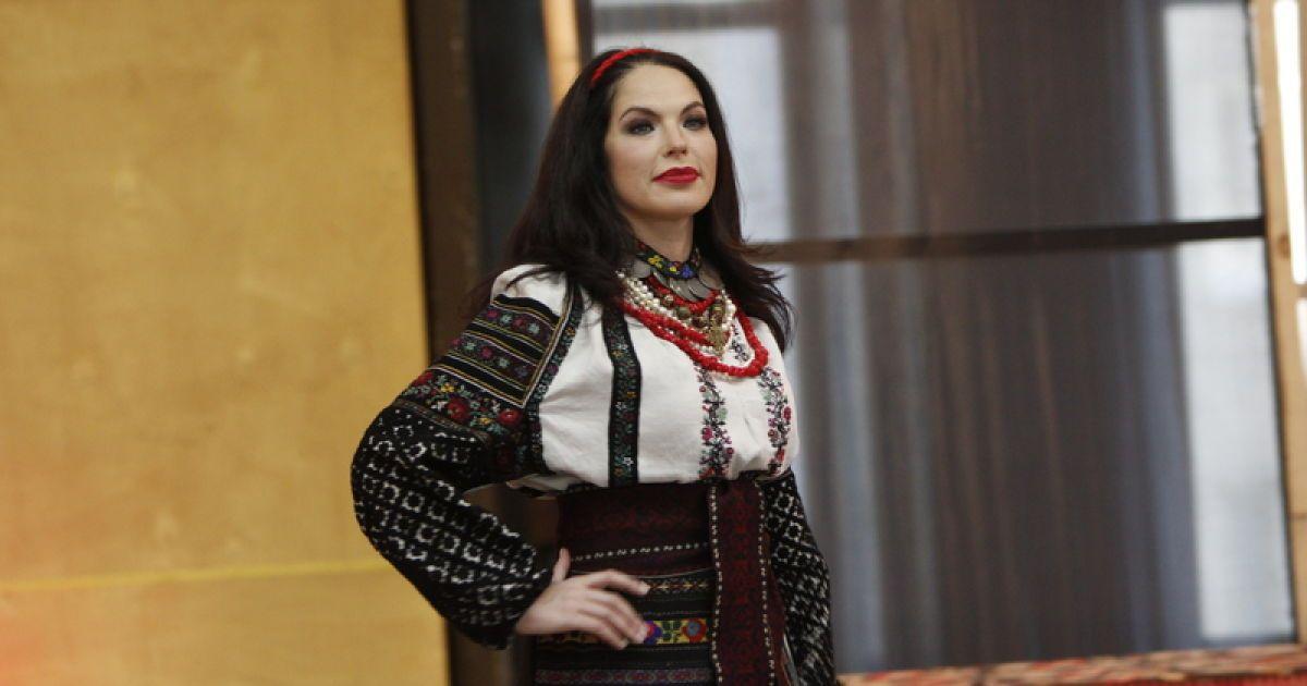 Литовченко вбрала зірок у старовинні вишиванки (7 фото). Українські зірки  взяли участь у показі вишиванок Повноекранний режим f89599db81a88