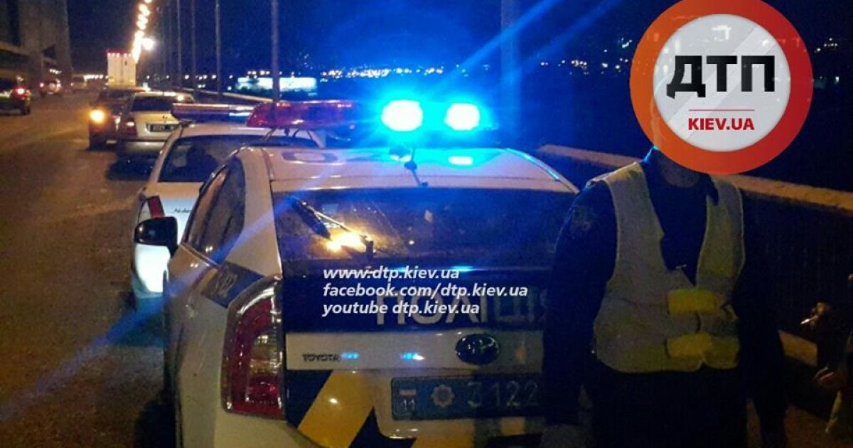 Пассажирка BMW, которая сидела на переднем сидении, погибла на месте. @ dtp.kiev.ua