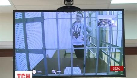 Надежду Савченко доставили в суд Ростовской области