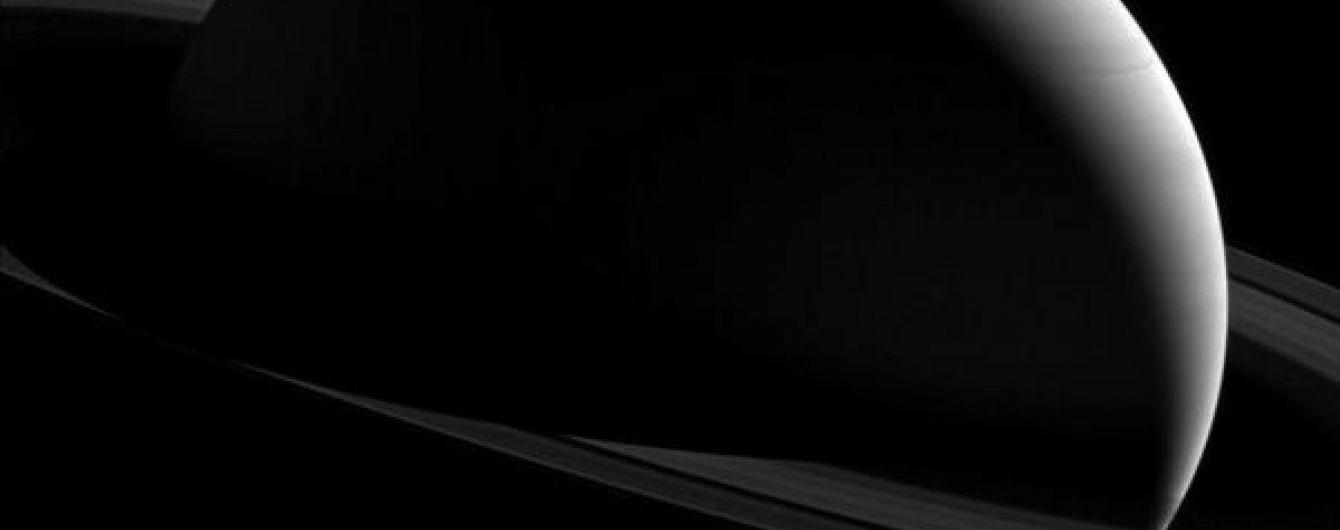 Супутники Сатурна виявилися молодшими за динозаврів