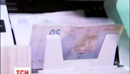 У столиці затримали жінку, яка в обхід банків міняла гривні на долари