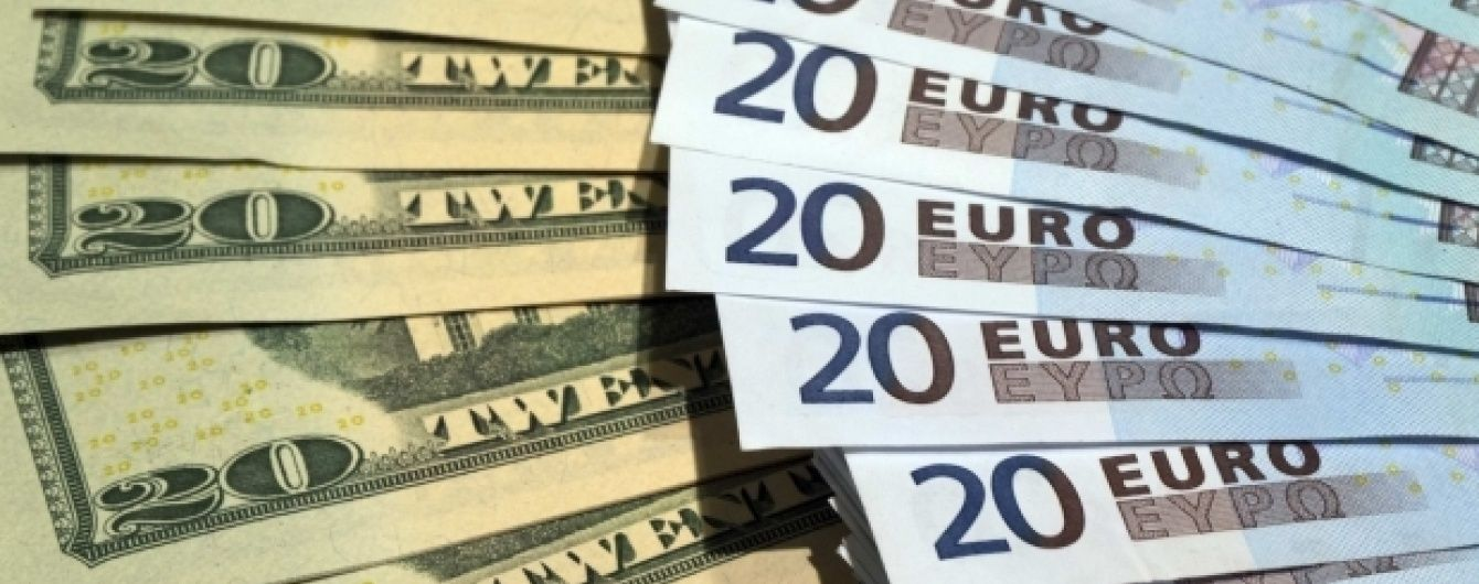 Доллар и евро подешевели в курсах Нацбанка на 28 сентября. Инфографика