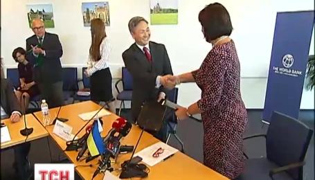Півмільярда доларів кредиту виділив сьогодні Україні Світовий банк