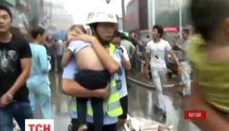 В Китае пламя охватило торговый центр, где расположен детский сад