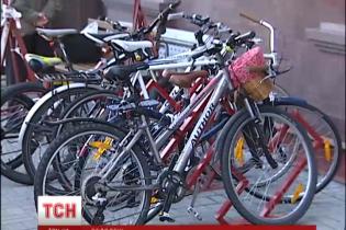 В пяти городах Украины люди пересели с машин на велосипеды