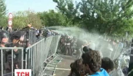 ООН осудила Венгрию за разгон мигрантов водометами и слезоточивым газом