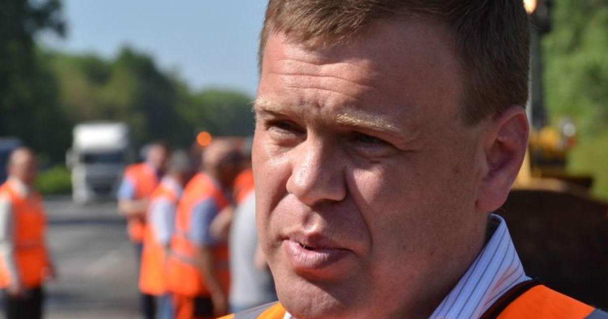 """Устал бороться с системой: руководитель """"Укравтодора"""" написал заявление на увольнение"""