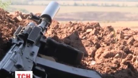 На Луганщині диверсанти обстріляли машину сил АТО