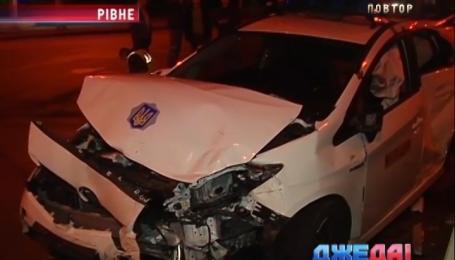 В Ровно легковушка протаранила патрульное авто