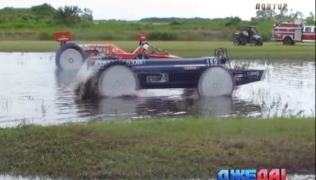 Чудо-соревнования на машинах для распиливания удобрений развеселили зрителей
