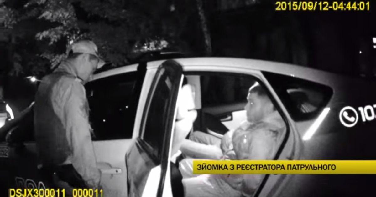 Появилось видео задержания столичных правоохранителей, пытавшихся подбросить наркотики подросткам