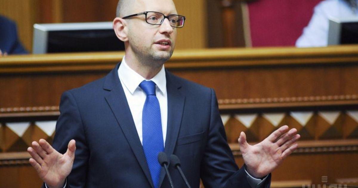 """Яценюк заверил, что выборов на Донбассе """"под дулами российских автоматов"""" не будет"""