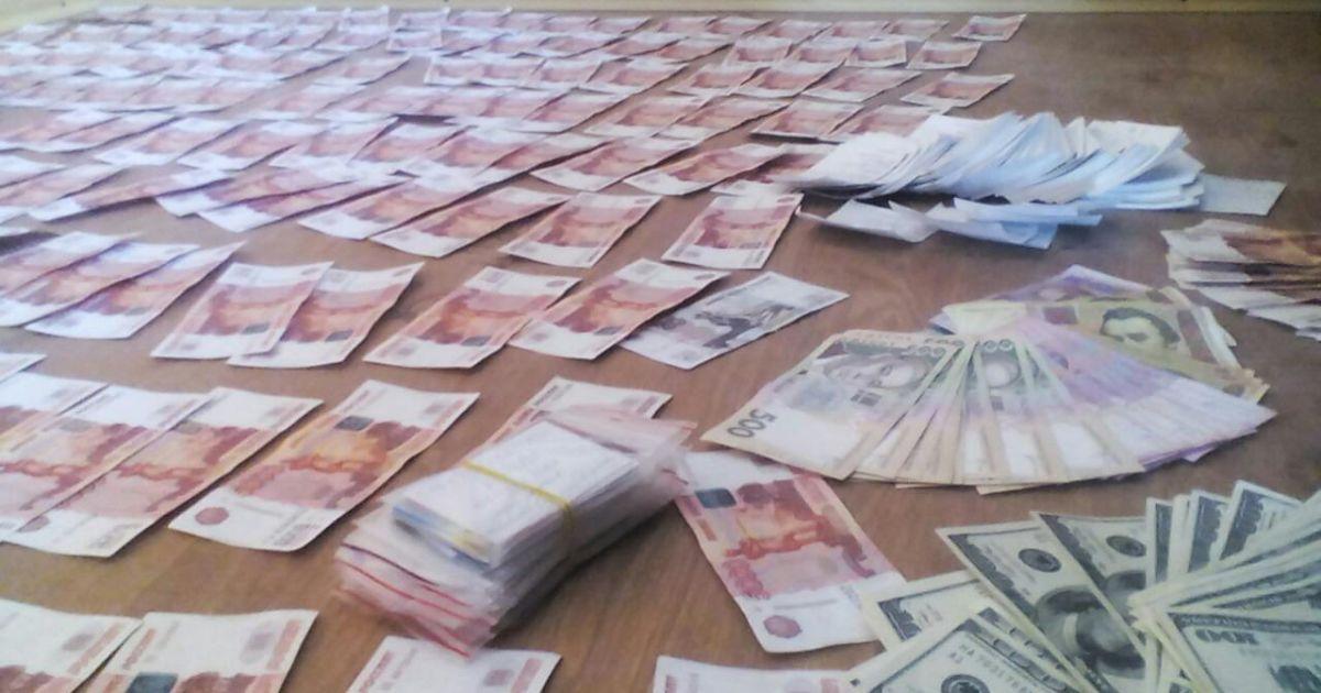 """""""Напакований"""" мільйоном рублів маріуполець намагався прорватися до бойовиків"""